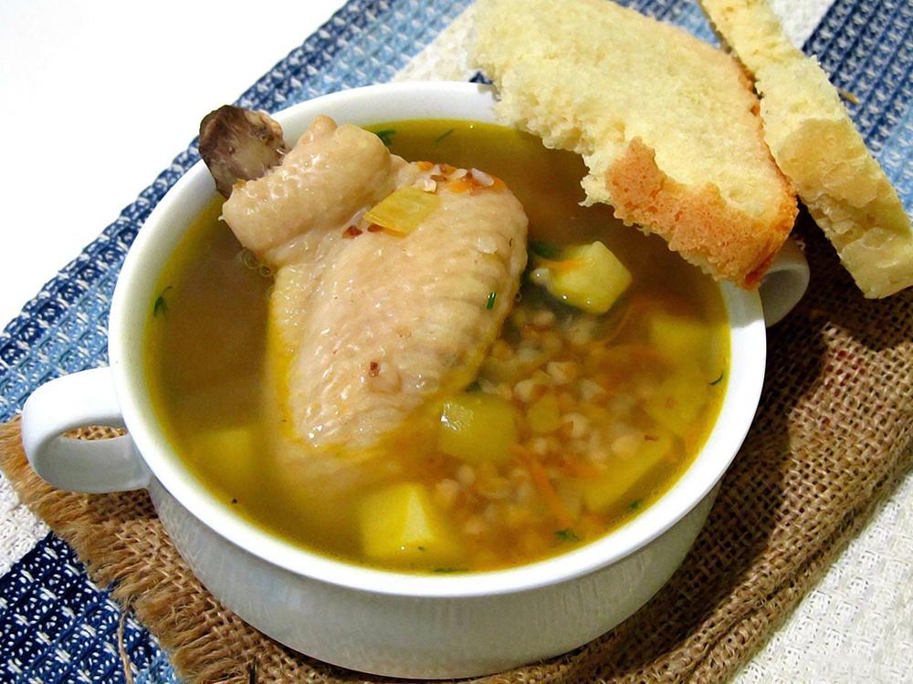 Суп гречневый с куриными крылышками