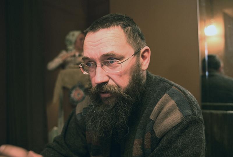 Герман Стерлигов — 51-летний человек с нестриженой бородой и горящими глазами