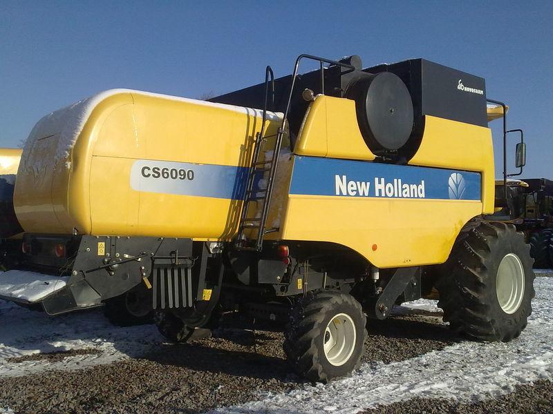 Комбайн New Holland CS 6090