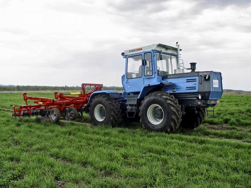 Traktor-HTZ-17221
