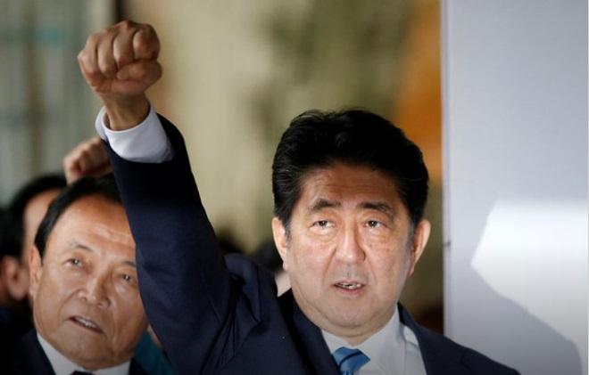 Премьер-министр Японии представил беспилотные тракторы