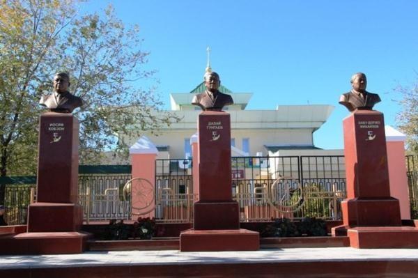 В Забайкалье поставили памятник Кобзону и двум чабанам-героям