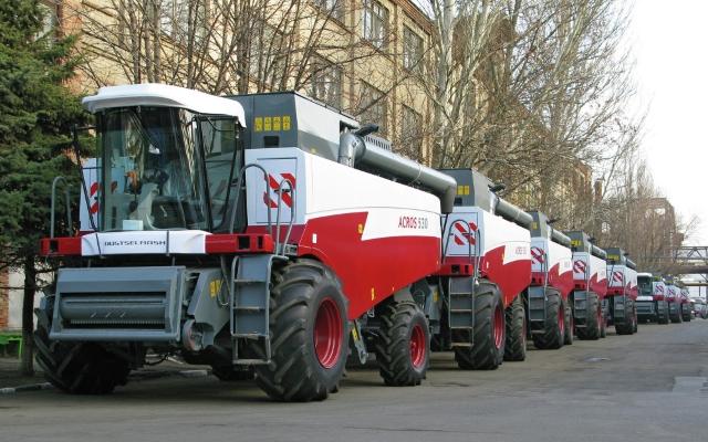 Российские производители комбайнов просят защитить рынок от белорусских конкурентов