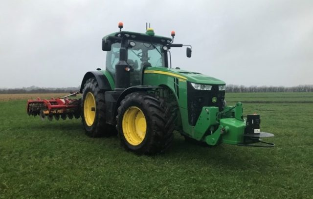 John Deere выпускает автономный трактор