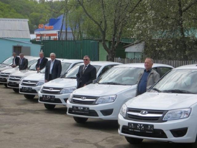 В Пензенской области районным ветеринарам вручили ключи от новых автомобилей