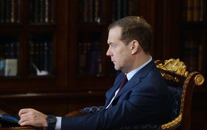 Правительство в лице вице-премьера Дмитрия Медведева пообещало компенсировать аграриям затраты на топливо. Стоит ли верить?