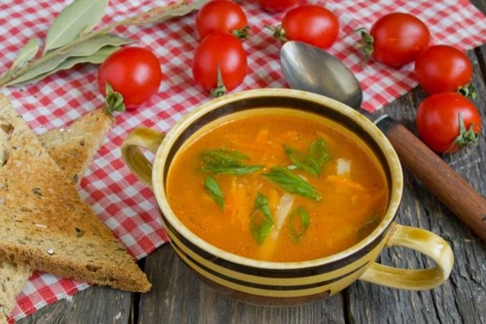 Томатный суп с картофелем готов!