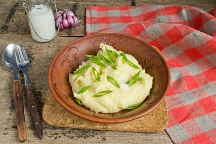 Картофельное пюре с молоком и маслом готово