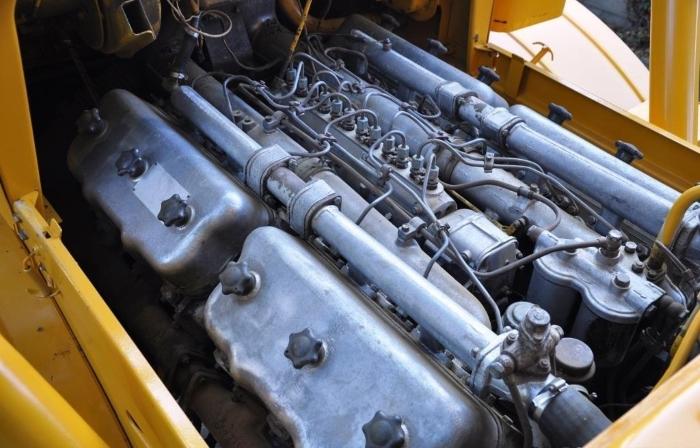 двигатель ЯМЗ-240Б тракторную дефорсированную версию ЯМЗ-240 мощностью 300 л.с.