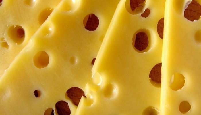 Более 3 тонн санкционных сыров изъяли на складе в Москве