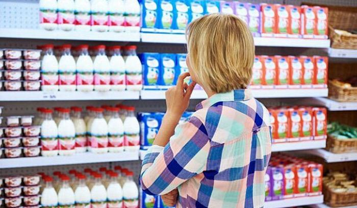 Чиновники Минсельхоза предлагают раз и навсегда развести молочную продукцию со всей остальной по разным полкам