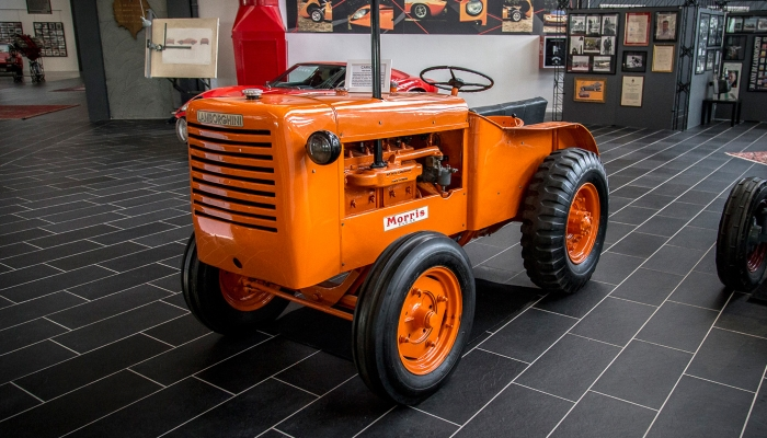 Трактор Lamborghini L33