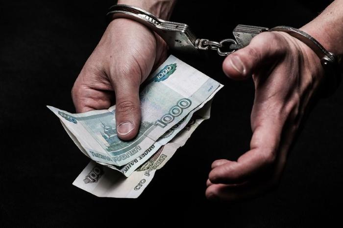 Бывший сотрудник саратовского Роспотребнадзора обвиняется в получении взятки