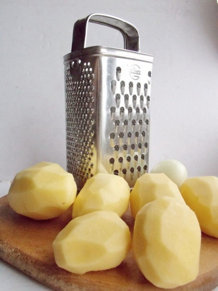 Почистим картофель и лук