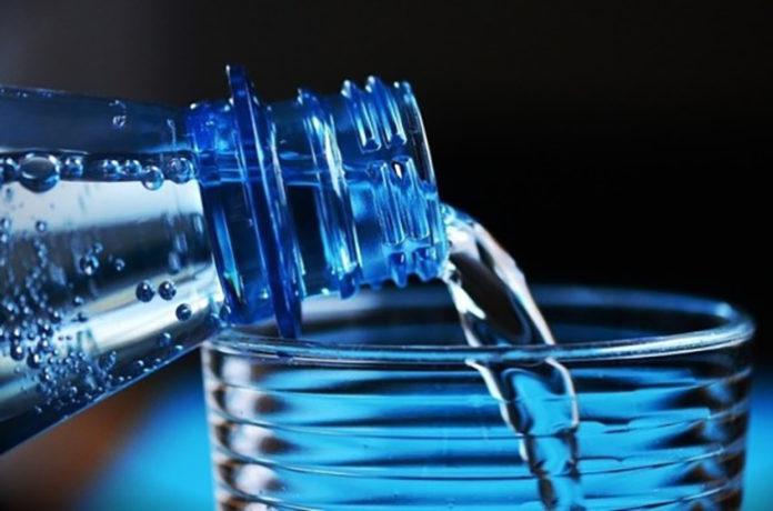 Медведев поручил представить предложения по контролю качества еды и воды