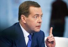 Озвученная Патрушевым цифра в 45% средств, доведенных до аграриев, показалась премьер-министру Медведеву слишком малой и он на том же селекторном совещании потребовал от губернаторов активизироваться.