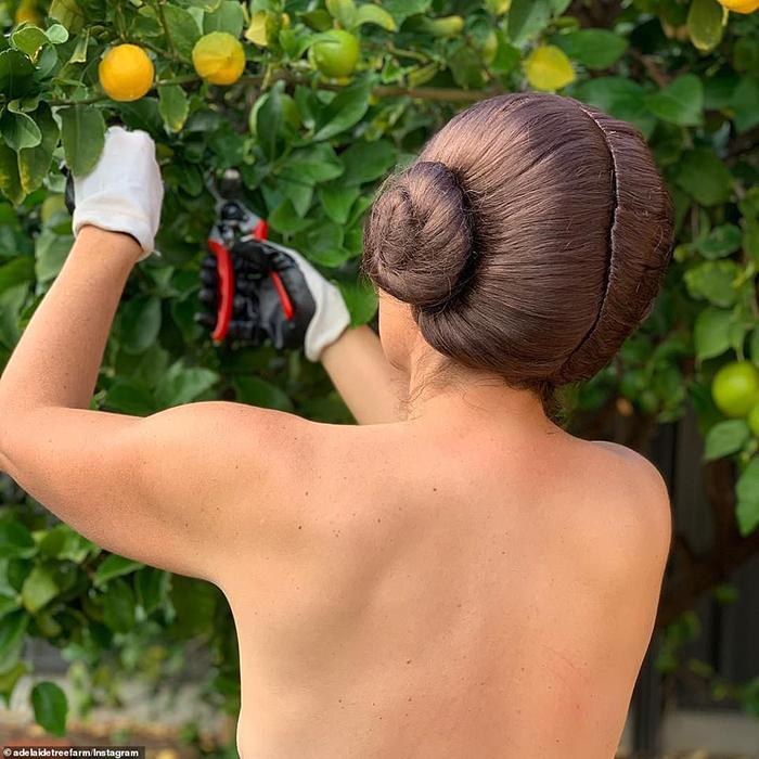 Как горячие австралийцы отмечают День голого садовода
