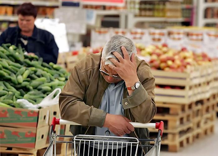 Премьер Медведев решил снизить НДС после резкого скачка цен на капусту