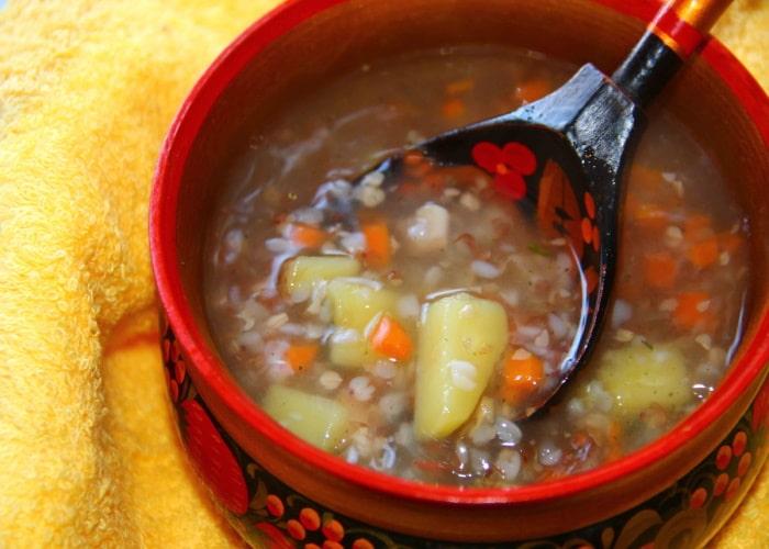 Гречневый суп с курицей и томатом