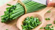 Кому нельзя есть зеленый лук
