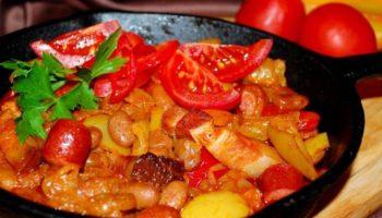 Лечо с фасолью и колбасками