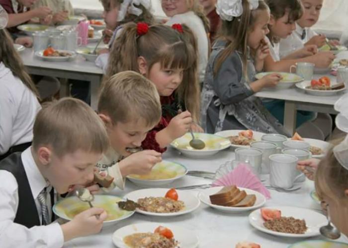 Роспотребнадзор перед учебным годом выписал школам 27 000 штрафов на 200 млн рублей