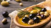 В чем разница между оливками и маслинами?