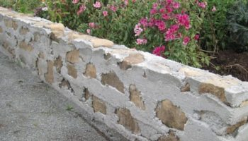 Бордюр из камня на дачном участке