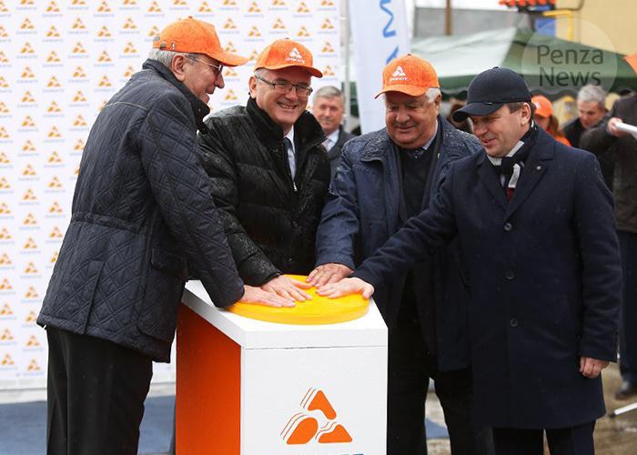«Дамате» открыла новый комбикормовый завод и элеватор в Пензенской области
