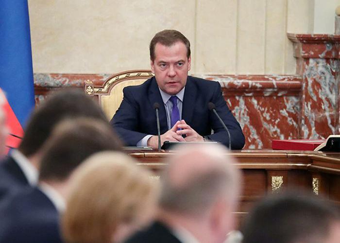 Медведев назвал слабым агрострахование в России
