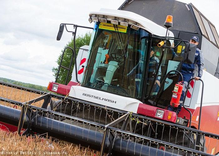 Российский беспилотный комбайн установил рекорд по уборке урожая