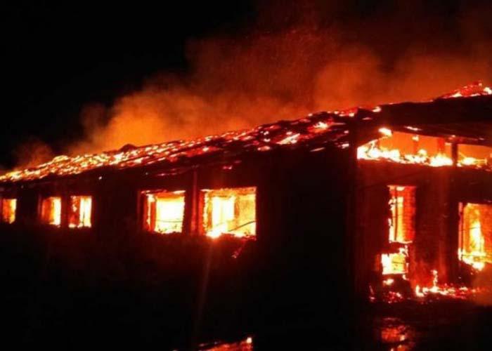 Около 10 тысяч кроликов погибли во время пожара на ферме под Саратовом