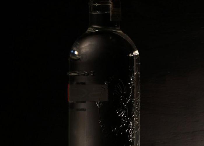 Производители попросили Минфин не запрещать добавлять в водку золото и рога оленей