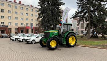 John Deere передала Брянскому государственному аграрному университету новый трактор 6135B