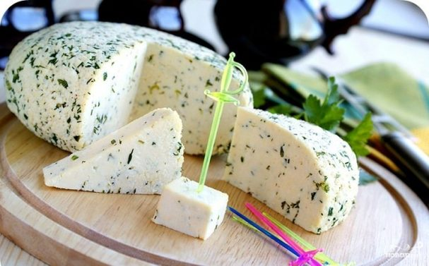 Суд отклонил требования к «Мираторгу» о запрете продавать адыгейский сыр в фирменных супермаркетах