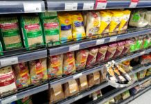 Мишустин одобрил предложение по ограничению цен на продукты