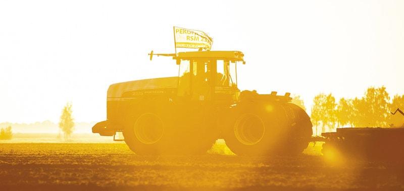 Один в поле воин: безумный трактор-рекордсмен