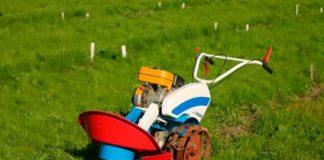 Мотоблок «Нева» оснащен роторной косилкой