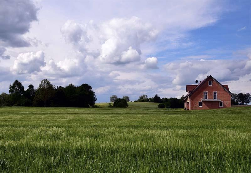 Фермеры смогут строить жилые дома для своих семей на землях сельхозназначения
