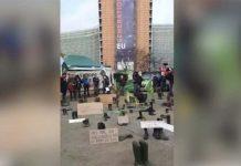 В знак протеста бельгийские фермеры принесли к зданию ЕС резиновые сапоги