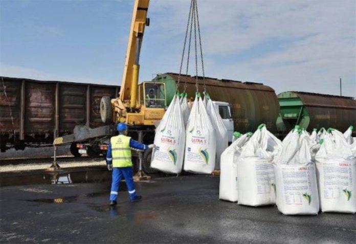 Челябинских аграриев обеспечили удобрениями к посевной