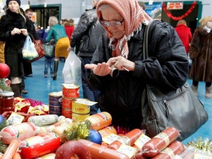 Малоимущие россияне смогут отовариваться по продовольственным талонам