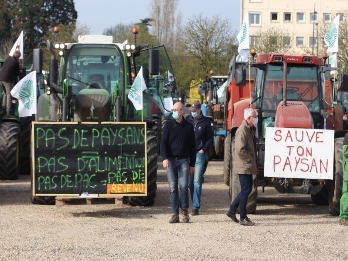 Французские фермеры вышли на тракторный марш протеста