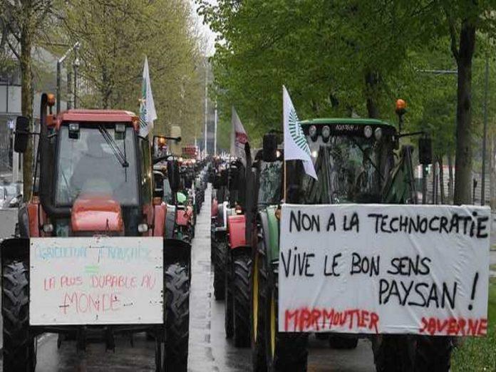 Французские фермеры устроили транспортный коллапс