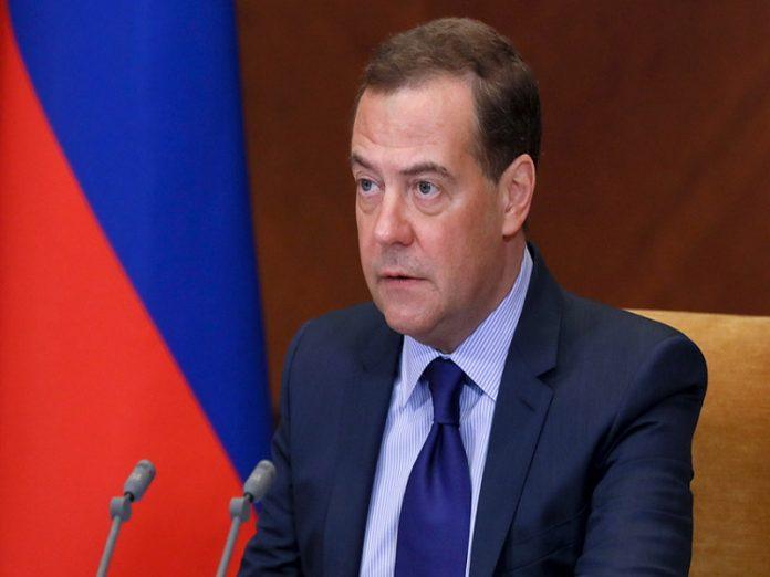 Медведев: Россия не должна импортировать продукты из-за рубежа
