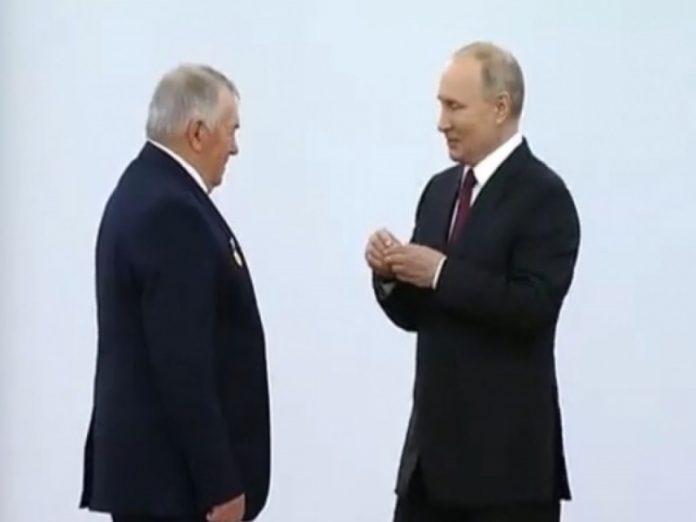 Путин удивился размеру зарплаты Героя Труда из Ростовской области