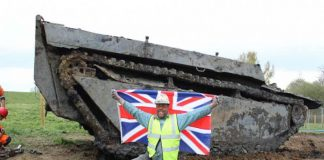 Необычная находка: британский фермер обнаружил в болоте танк-амфибию