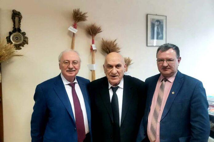 На снимке слева направо- С. Каракотов, Б. Сандухадзе и А. Прянишников