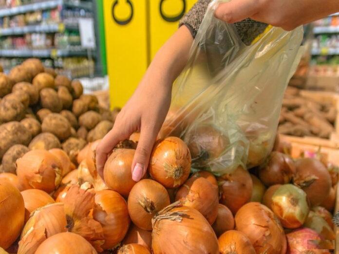 В России отмечается стремительный рост цен на репчатый лук