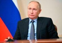 Президент России поручил правительству представить комплекс мер по сдерживанию цен на продукты